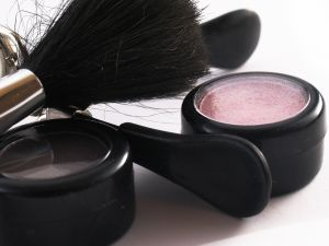 http://lily.co.ke/files/2009/11/make-up-tools.jpg