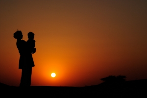sunset-silhouette-mother-child